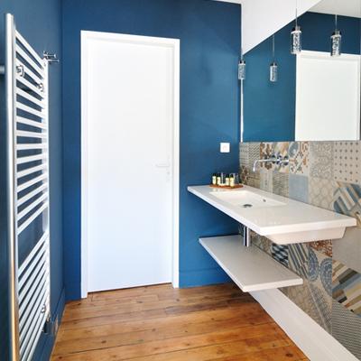 L'Hôtel Particulier vous présente la salle de bain branchée de la chambre Gracieuse et Eclatante, dans la gamme les Elégantes.