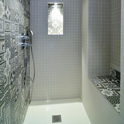 L'Hôtel Particulier vous présente la luxueuse salle de bain de la chambre Rondeurs et Délicatesses, dans la gamme les Intimes.
